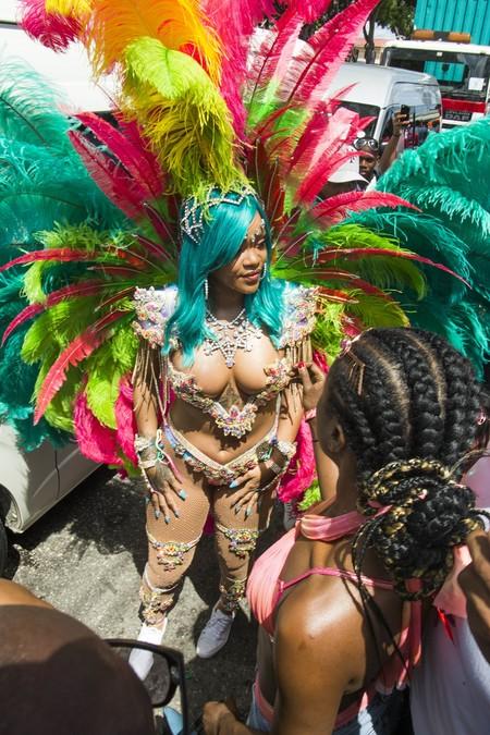 rihanna festival carnaval barbados look estilismo outfit