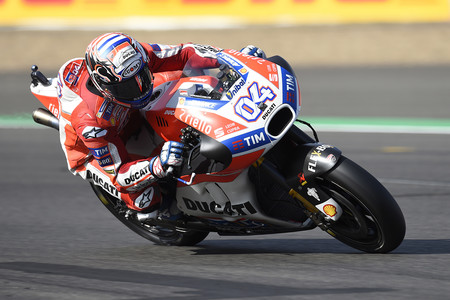 Andrea Dovizioso da otra clase magistral en la carrera de MotoGP y se marcha como líder de Silverstone