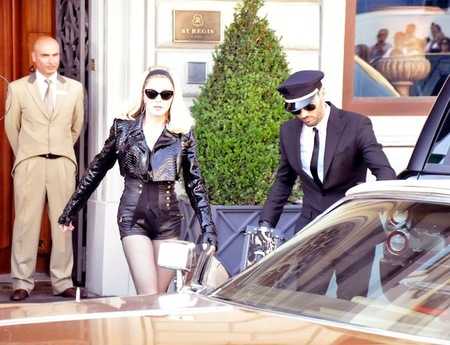 Madonna se da una vuelta por Florencia a ritmo de 'Turn Up the Radio'
