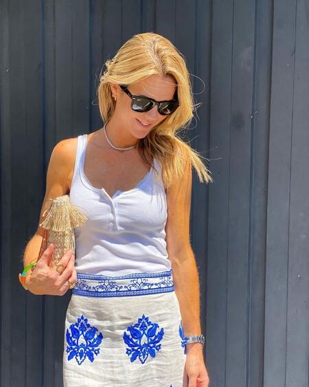 La falda de Amelia Bono que parece vintage y hecha a mano la firma Zara y cuesta menos de 40 euros