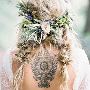 ¿Te preocupa cómo se verán tus tatuajes en tu boda? Estas 31 novias tatuadas pueden hacerte cambiar de opinión