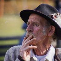 Subir la edad mínima para fumar hasta los 100 años: la nueva propuesta que votará Hawaii para acabar con el tabaco