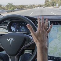 """Tesla no podrá promocionar los términos """"conducción autónoma"""" y """"piloto automático"""" en Alemania"""