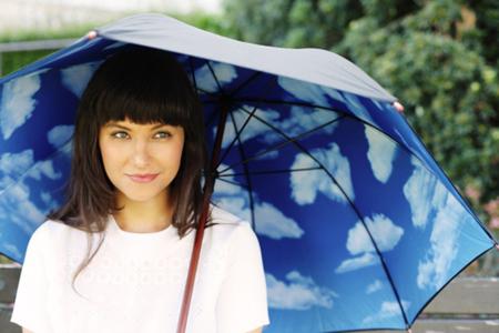 Buscando el sol bajo un paraguas, seamos optimistas
