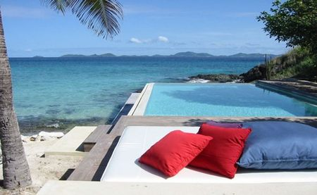 Una villa blanca frente al mar en Point Lookout