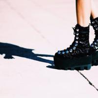 ¡Lo siento Chiara, pero estas botas moteras no te pegan nada! Pero claro son Alexander Wang