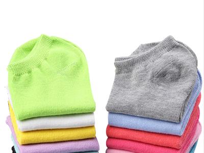 Lote de 10 pares de calcetines de colores por sólo 5,10 euros y envío gratuito. ¡Sólo 0,51€ el par!