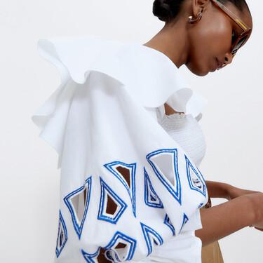 Nueve camisas y blusas de Uterqüe que podrían transformar por completo tus outfits de verano