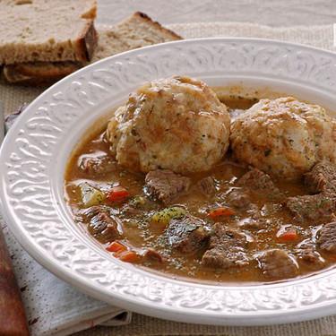 Bauernsuppe con Semmelknödel, receta de sopa campesina con albóndigas de pan