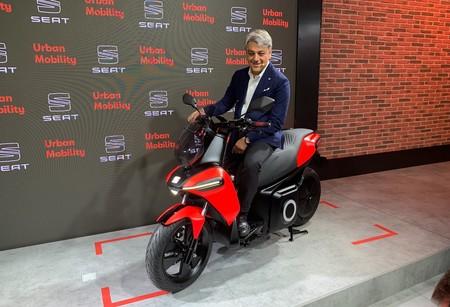 """""""El coche ya no es la solución ideal para llevar una o dos personas de A a B"""": el CEO de SEAT describe su nueva estrategia de movilidad urbana"""