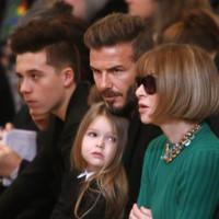 Los Beckham vs los Kardashian: la moda se vive en familia (y desde el front row)