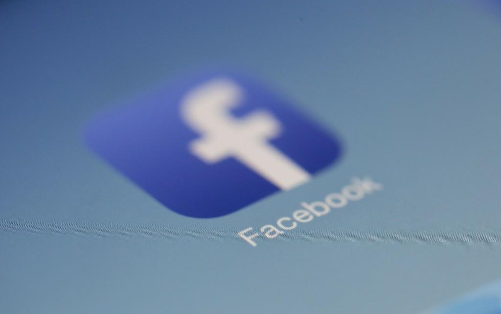 El altavoz-pantalla inteligente de Facebook™ se anunciará la próxima semana, según Cheddar