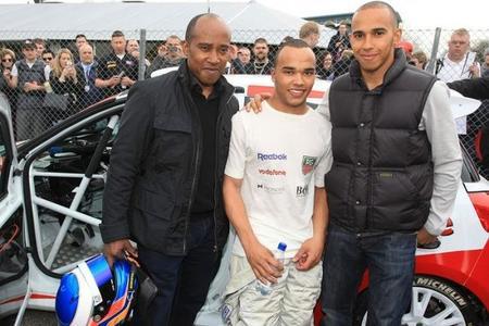 Nicolas Hamilton aspira competir en el Campeonato Británico de Turismos 2015
