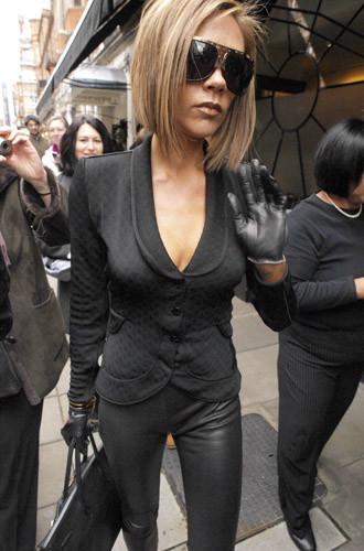 Victoria Beckham lleva la elegancia al límite