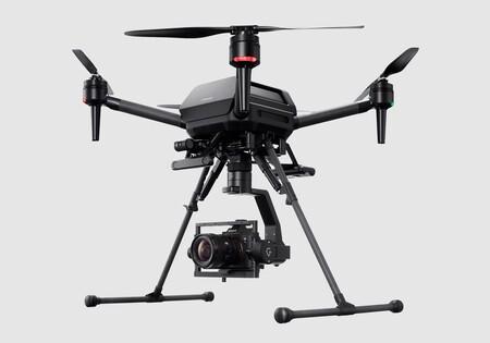 El primer dron de Sony es una bestia para directores de cine: cuesta 9.000 dólares y puede llevar una cámara full frame a más de 70 km/h