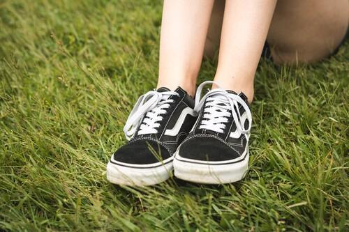 Zapatillas Vans rebajadísimas en la web de El Corte Inglés: Era, Old Skool y Ski8-Hi con un 50% más baratas