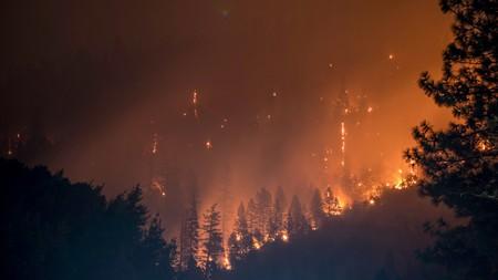 Luchar contra el fuego, literalmente: estos analistas quieren usar al ejército para bombardear incendios forestales