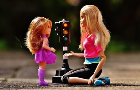 El juego con Barbies y otras muñecas podría desarrollar la empatía y habilidades sociales en niños y niñas