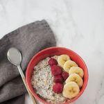 Porridge con leche de almendras y semillas de chía. Receta con y sin Thermomix para un desayuno energético