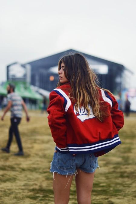 ¿No sabes cómo vestir para acudir a un festival de música? Toma nota de estos 9 looks con el denim como protagonista