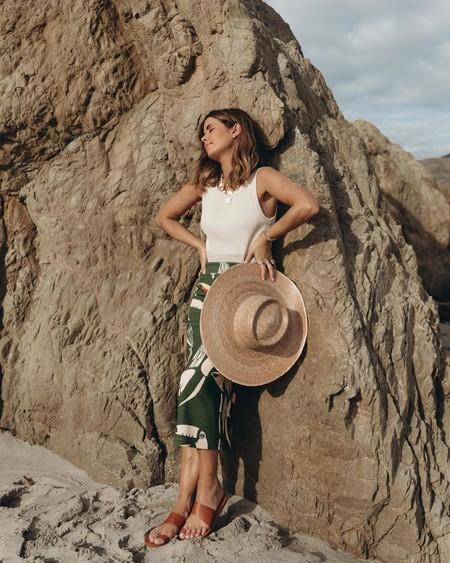 11 tops de punto fino, algunos de rebajas, para crear un look veraniego elegante y minimalista