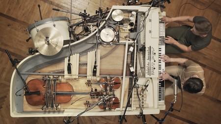 Esta banda transformó un viejo piano del siglo XIX en un maravilloso híbrido analógico de 20 instrumentos