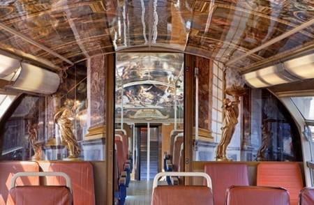El palacio de Versalles dentro de un tren