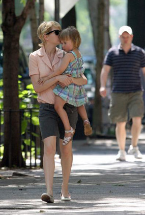 Michelle Williams de paseo con su hija