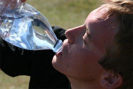 ¡Ya hace calor!, es momento de incremetar la ingesta de  líquidos