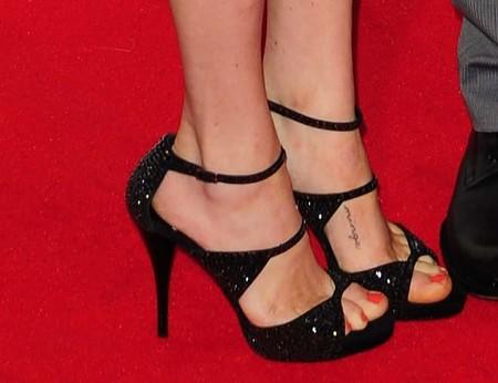 Amanda Seyfried Tatuaje2