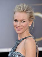El look de Naomi Watts en la alfombra roja de los Oscar 2013: una sirena de lo más glamurosa