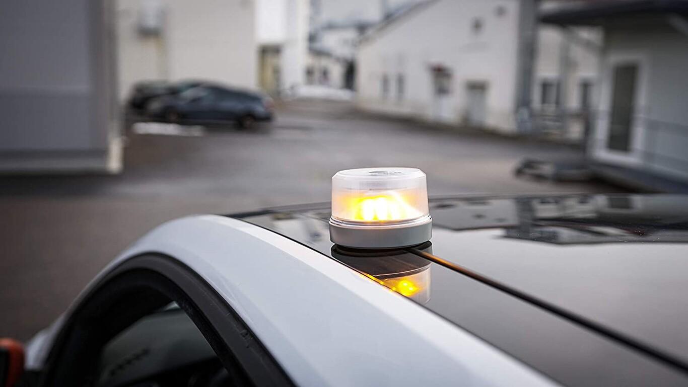 Luz de emergencia V-16 para el coche: guía de compra, normativa y cuándo  entra en vigor, características y homologaciones