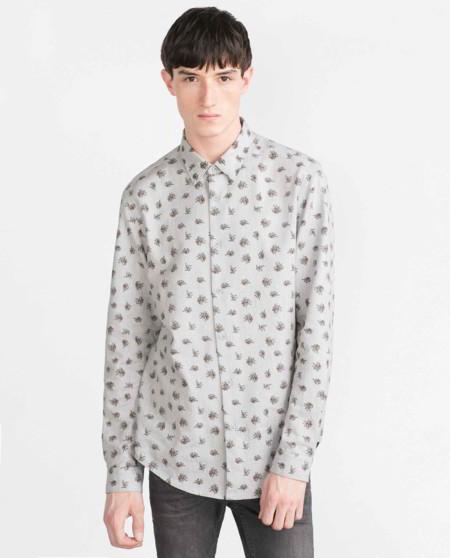 Una camisa floral