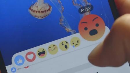 """Facebook prueba llevar sus reacciones a Messenger, y esta vez sí habrá un """"No me gusta"""""""