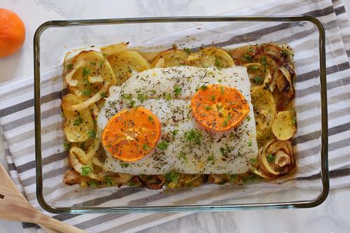 Merluza Al Horno Con Patatas, Cebolla Y Naranja (o Mandarina): Receta  Saludable