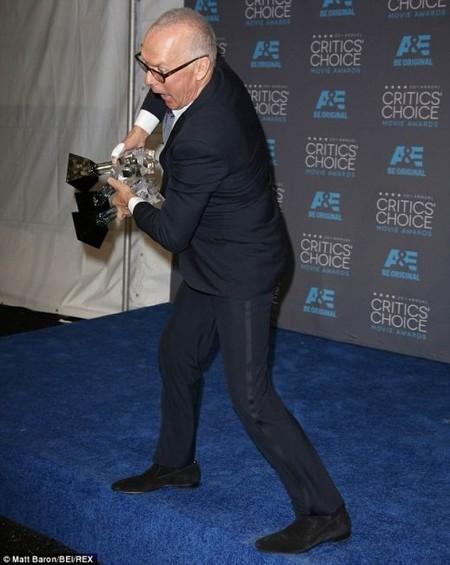 Michael Keaton con sus tres premios