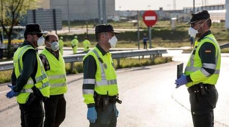 La Guardia Civil controla el tráfico por el coronavirus faltos de protección y patrullando con tres agentes por coche, según AUGC