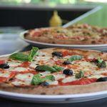 Consejos para hacer una pizza delgada y crujiente en casa