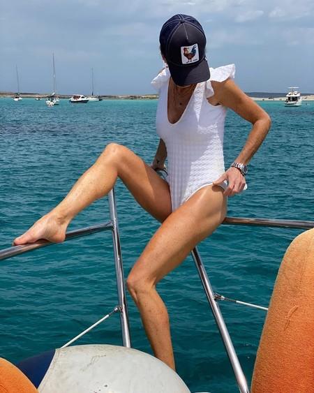 El verano de Amelia Bono en 13 bikinis y bañadores en tendencia: el deportivo, el de cintura alta, el estampado, el brillante...