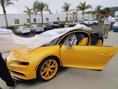 """Video: Así ha sido el """"unboxing"""" del primer Bugatti Chiron que ha llegado a Estados Unidos"""