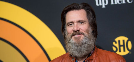 Con una barba que le suma siglos, Jim Carrey sabe cómo lucir el print floral de verano