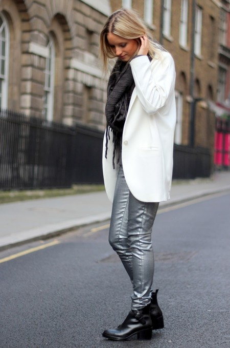 pantalones plateados street style