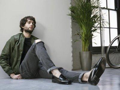 ¡Adiós calcetines! Los mejores penny loafers para llevar con cualquier look este verano