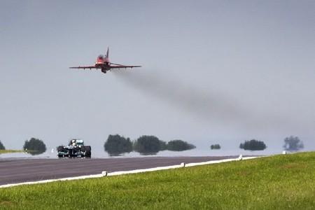 ¿Es más rápido un avión o un coche de Fórmula 1?