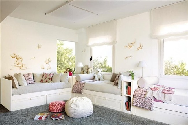 Habitaciones infantiles para tres o m s ni os - Camas en forma de casa ...