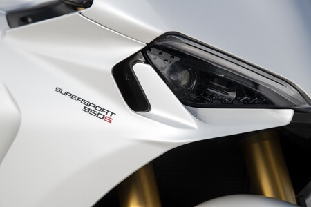 Ducati Supersport 950 2021 045