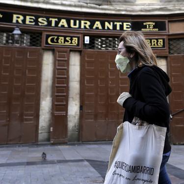 """La hostelería española considera inviable abrir los bares con un 30 % de aforo: """"Se nos ha ninguneado y abandonado"""""""