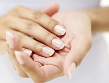 Consejos básicos para cuidar tus manos cada día