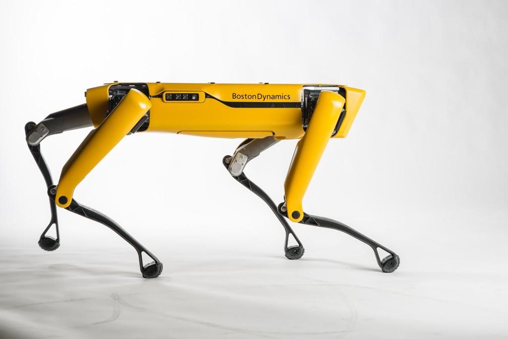 Boston Dynamics pone a la venta a 'Spot', su perro-robot, mientras que 'Atlas' aprende nuevas e impresiones rutinas de gimnasia