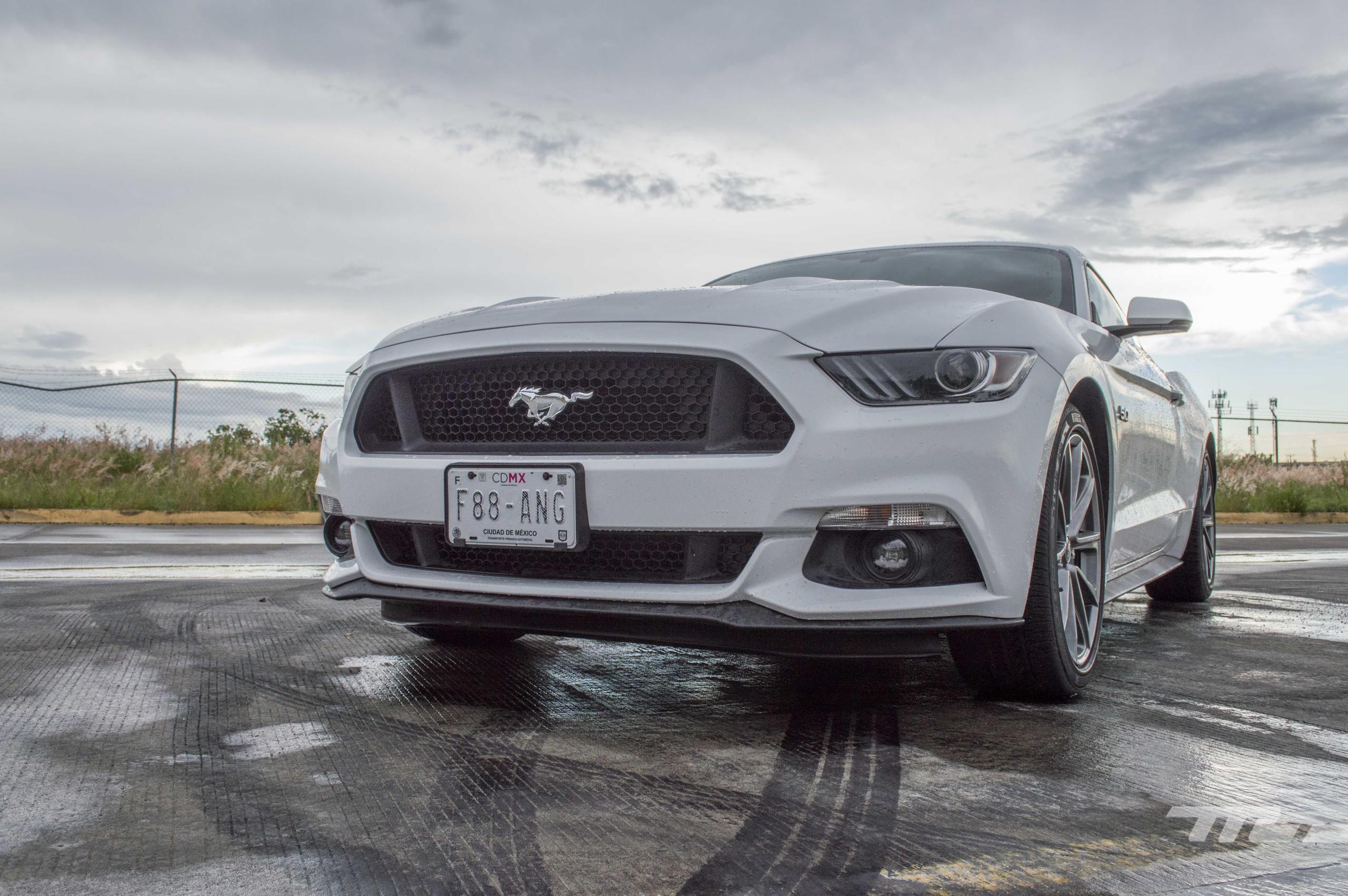 Foto de Ford Mustang GT V8 (21/22)